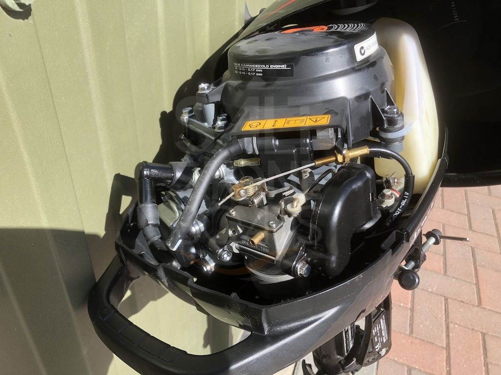 Suzuki 2 5 hp 4 Stroke Outboard Motor - Only 1 hour use